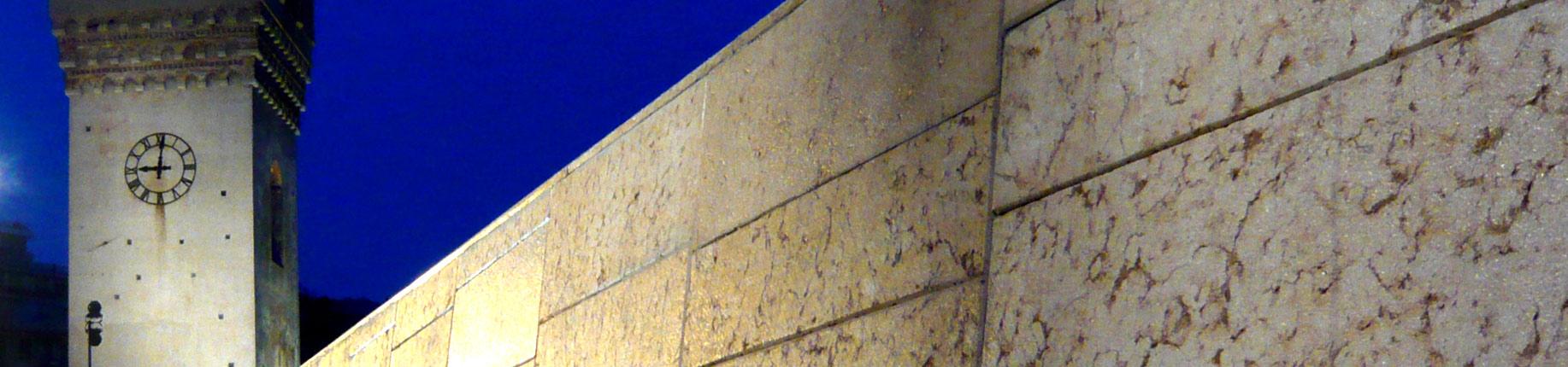 """""""Non c'è più il futuro di una volta"""" scritta su un muro di Milano"""